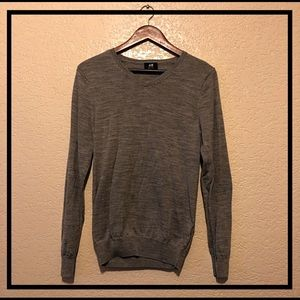 H&M Men's v-neck wool sweater